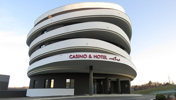 V družbi Hit odprli nov, moderno zasnovan hotel Mond