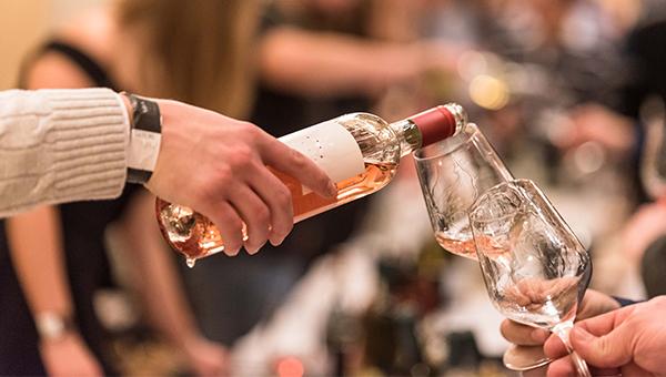 Prihaja Vinski univerzum 2018, največji vinski festival za mlade