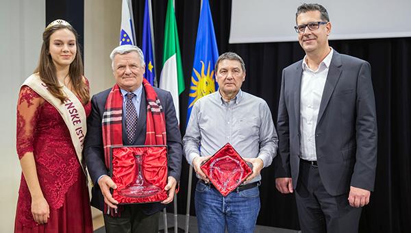 Županovo vino in oljčno olje sta Malvazija Santomas 2017 in Stara Kortina Cuvée 2018